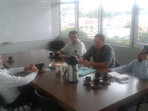 Reunión del profesor Isaías Barreñada con el Director de Ciencias Políticas Fernando Zeledón, el coordinador del OPI Sergio Moya y Jesús Guzmán del Observatorio de Estados Unidos.