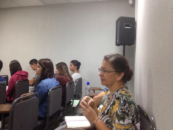 """La profesora de historia Rina Cáceres en el seminario seminario """"Sahara Occidental. Cuatro décadas después de una descolonización fallida""""."""
